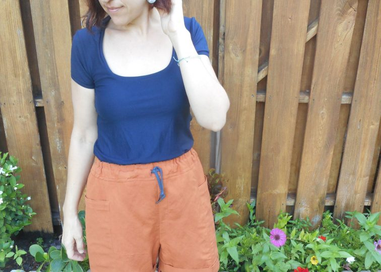 Drawstring Linen + Viscose Shorts and Navy Tee
